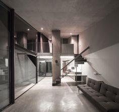 Tense Architecture Network, Filippo Poli · Residence in Kallitechnoupolis Contemporary Architecture, Interior Architecture, Interior And Exterior, Minimal Architecture, Modern Interior Design, Modern Decor, Split Entry Remodel, Haus Am Hang, New Staircase