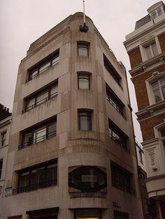 Greybrook House 28 Brook St 1929: London art deco    A rather brutal concrete expression of art deco. Architect: Sir John Burnet & Partners.