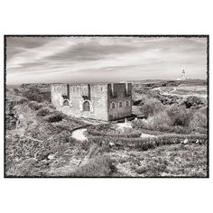 | Coup de cœur |  Le regard en noir et blanc de @borderieh sur Belle-Île-en-mer Morbihan. ...................................................................... Hubert Borderie 60 ans photographe  poète de rue   s'est mis au numérique un peu contraint  mais avec quel œil ! Son travail sa culture photographique puisent leurs sources chez les grands maîtres de la photographie argentique :  Je suis passé dans les années 1970 par les clubs photo de lycée de l'armée des MJC. Le virus de la…