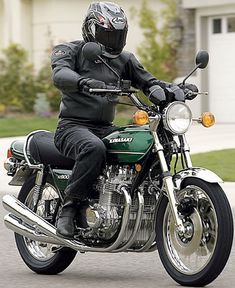 You've just found the Zedrider Gallery - Well spotted! Here's a few images that were sent to us by friends, clipped from brochures or spotted whilst browsing the internet. Tracker Motorcycle, Retro Motorcycle, Suzuki Motorcycle, Vintage Motocross, Cafe Racer Motorcycle, Motorcycle Outfit, Kawasaki Cafe Racer, Kawasaki Motorcycles, Vintage Motorcycles