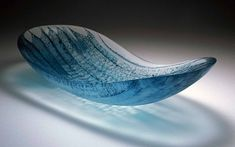 This page shows works by Midori Tsukada. The Gallery Nakama specializes in art works made of glass. Stained Glass Art, Fused Glass, Arch Interior, Ceramic Art, Sculpture Art, Decorative Bowls, Abstract Art, Statue, Design