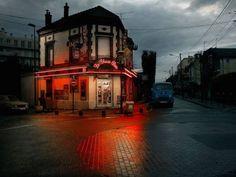 Lost Parisian Cafes in Rainy Nights (21 pics)
