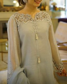 Girls Frock Design, Hand Embroidery Dress, Kamiz, Frocks For Girls, Indian Dresses, Suits, Clothes For Women, Formal, Casual