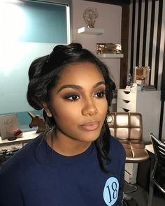 Nik Lactson on to one of my favorite looks! Her skin is just perfect. Those are her natural lashes and brows (lets all silently . Black Girl Makeup, Girls Makeup, Eyebrow Makeup, Skin Makeup, Makeup Eyebrows, Natural Lashes, Natural Makeup, Simple Makeup, Beauty Make-up