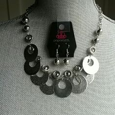 "Paparazzi Silver necklace & earring set PAPARAZZI Silver disc necklace and silver ball pierced earring set.  Necklace is 20"" with 2"" extender.  Never worn. Great with a t-shirt or open collared blouse. Paparazzi  Jewelry Necklaces"