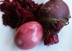 Take the all-natural route and make easy Easter egg dyes using veggies and fruits right in your fridge and pantry. Boil Easter Eggs, Easter Egg Dye, Blueberry Juice, Red Beets, Egg Decorating, Egg Hunt, Boiled Eggs, Easter Crafts, Make It Simple