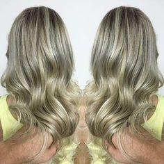 #mulpix Loiro perolado para a querida Ana Isabel, espero que tenha gostado!!!! By Gustavo Souza  Av. Dr. Armando Sales de Oliveira, 469 Trujillo / Sorocaba-sp (015)991233471/32348025   #blond  #blondie  #blondor  #blonddeuso  #loiro  #loira  #loura  #loirissimo  #cabelosdosdonhos  #instabeauty  #instahair  #instablond  #loirodossonhos  #loirodivo  #loiradiva  #loirohair  #hairperfect  #cabelodossonhos  #luzes  #gustavosouzahair  #segue  #sdv  #picoftheday  #likes  #cabelodivo  #wella…