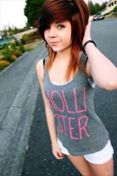 There are a lot of emo hairstyles, short and long which girls consider. The emo hairstyles for girls are edgy and very much sharp in appearance. 2015 Hairstyles, Pretty Hairstyles, Girl Hairstyles, Emo Scene Hair, Emo Hair, Scene Girls, Hair Styles 2014, Short Hair Styles, Emo Mode