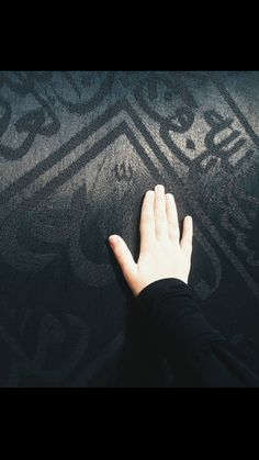 Islamic Wallpaper Hd, Mecca Wallpaper, Hand Pictures, Girly Pictures, Medina Mosque, Mecca Kaaba, Muslim Images, Love Poetry Images, Islamic Posters
