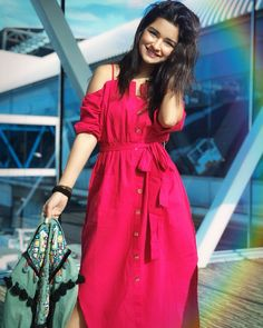 Avneet Kaur going to Lucknow with Siddharth Nigam for interviews for Aladdin Naam Toh Suna Hoga Stylish Dresses, Trendy Outfits, Girl Outfits, Fashion Dresses, Stylish Girls Photos, Stylish Girl Pic, Stylish Kids, Dresses For Teens, Girls Dresses