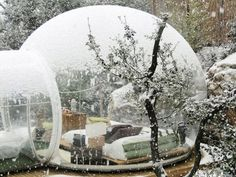 The Hotel Bubble in France. Bubble Rooms – ideas, used by two hotels in France. Small bubbles are designed by designer Pierre-Stephane Dumas, they allow you to stay in the room, but at the same time as though and in the open air. Bubble House, Bubble Tent, Bubble Boy, Barcelona Hotel, Roubaix France, Zelt Camping, Hotels In France, West Village, Viajes