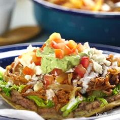 Tinga de Res Tostadas are a Mexican recipe made of beef brisket with red sauce. It is common to see it served in casseroles and accompanied by poblano rajas, pork rinds in green sauce and mole or pipi Gourmet Recipes, Beef Recipes, Mexican Food Recipes, Cooking Recipes, Healthy Recipes, Tostadas, Tostada Recipes, Deli Food, Colombian Food