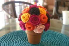 Love the tutorial for making the felt flowers. Felt Flower Bouquet, Felt Flowers, Diy Flowers, Fabric Flowers, Felt Crafts, Easy Crafts, Creative Crafts, Nursing Home Crafts, Small Flower Pots