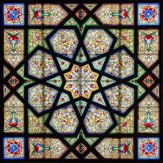 Barcelona - Passeig Mare de Déu del Coll 041 m Stained Glass Designs, Stained Glass Art, Stained Glass Windows, Mosaic Glass, Islamic Art Pattern, Pattern Art, Tiffany Kunst, Art Nouveau, Deco Boheme