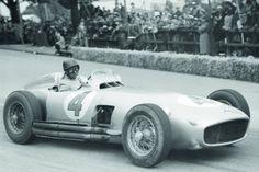 Juan-Manuel Fangio im Mercedes W 196 (Silberpfeil) beim Grand Prix der Schweiz 1954.