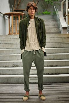 Men& Olive Overcoat, Beige Cable Sweater, Olive Chinos, Beige Canvas Espadrilles Men& Fashion is part of Mens winter fashion - Rugged Style, Style Casual, Man Style, Smart Casual, New York Fashion, Men's Fashion, Fashion Apps, Fashion Shoes, Young Fashion