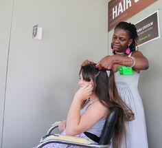 Mało która kobieta nie interesuje się modą i fryzurami - można połączyć to z zawodem - http://www.flashmaniak.pl/malo-ktora-kobieta-nie-interesuje-sie-moda-i-fryzurami-mozna-polaczyc-to-z_6/