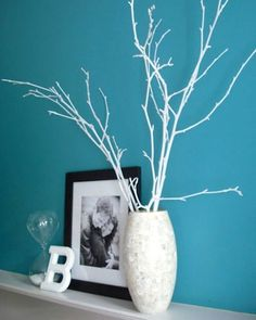 spray paint twigs and branches and matching vase for easy chic decor!