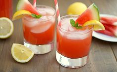 Watermelon Lemonade and other yummy lemonade recipes Watermelon And Lemon, Strawberry Mojito, Watermelon Lemonade, Strawberry Champagne, Watermelon Cocktail, Pink Lemonade, Yummy Drinks, Yummy Food, Kidney Detox Cleanse