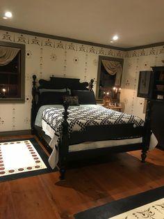 Prim bedroom #Countryprimitive Primitive Bedroom, Primitive Homes, Primitive Furniture, Home Furniture, Primitive Decor, Primitive Country, Country Farmhouse, French Country, Farmhouse Decor
