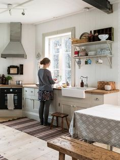 Made In Persbo: Nygyggt hus med själ Home Decor Kitchen, Rustic Kitchen, Home Kitchens, Kitchen Ideas, Luxury Interior Design, Interior Design Kitchen, Cottage Shabby Chic, Interior Design Living Room, Interior Livingroom