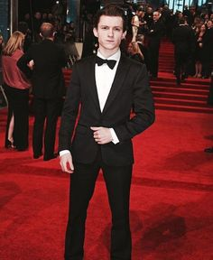I think my groom is waiting for me. His name is Tom Holland. #KInsularPins