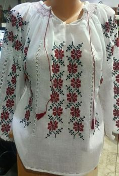Ie - Romanian Blouse - Souvenir Shop Romania Polish Embroidery, Embroidery Dress, Embroidered Blouse, Folk Fashion, Womens Fashion, Palestinian Embroidery, Beaded Cross Stitch, Hand Embroidery Designs, Karen Millen