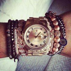 Relógio com mix de pulseiras
