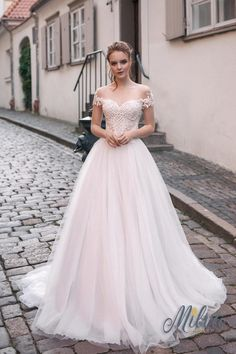 Courtesy of Milva Wedding Dresses; www.milva.info