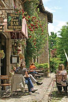 Café em Perouges, França