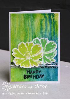 Met dit achtergrondje uit de voorraad een verjaardagskaart gemaakt. Het papier met houtstructuur is van Tim Holtz, ik kleurde het met Dis...