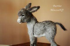Needle felting donkey foal Burro soft doll por MinzooNeedleFelting