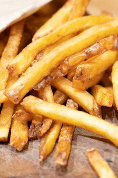 Air Fryer Homemade French Fries Crispy, golden brown French fries made in the Air Fryer using whole potatoes. Much healthier than the deep-fried version! - Air Fryer Homemade French Fries - Make Your Meals Best French Fries, Making French Fries, French Fries Recipe, Healthy French Fries, Air Fryer Recipes Breakfast, Air Fryer Dinner Recipes, Air Fryer Oven Recipes, Air Fryer Recipes Potatoes, Air Fryer Fries