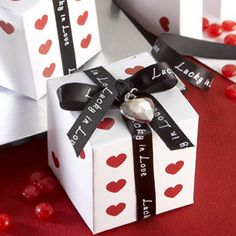 40 Fabulous Las Vegas Wedding Favor Ideas - whether you want to ...