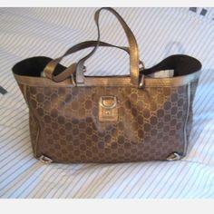 Tip: Gucci Shoulder Bag (Gold)