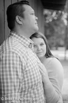 Picnic engagement pictures in the park plus size photos session