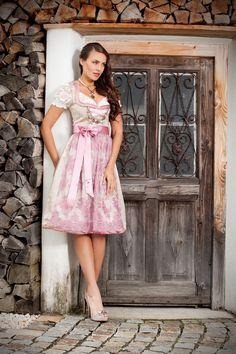 #AlpenHerz Couture und #Hochzeitsdirndl #Dirndl Amber
