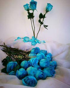 Muy buenos días Followers... Que está semana sea Productiva y Bendecida para todos!!! (Llegaron las rositas más azules que el cielo) #quelasfloresnopasendemoda #masquefloressomossentimientos