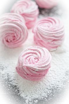 Meringue Desserts, Meringue Cookies, Take The Cake, Russian Recipes, Rose Cottage, Pavlova, Food Photo, Marshmallow, Truffles