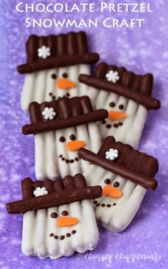 Chocolate Pretzel Snowman Craft - This winter, get crafty in the kitchen by making some sweet and salty snowmen pretzels. Each pretzel snowman couldn't be cuter with their orange carrot noses, snowflake topped hats, and sweet smiles. Christmas Treats To Make, Holiday Snacks, Christmas Party Food, Christmas Sweets, Christmas Cooking, Noel Christmas, Christmas Goodies, Christmas Candy, Christmas Music