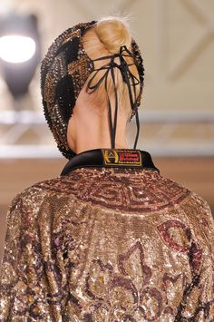 Maison Martin Margiela at Couture Fall 2013 Fashion Tips For Women, Fashion Brands, Fashion Accessories, Petite Fashion, French Fashion, Margiela Mask, Headdress, Headpiece, Rare Clothing