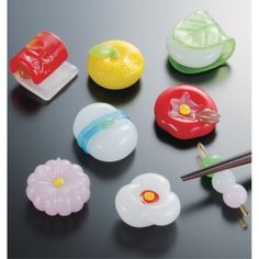 和菓子風箸置き  Wagashi (Japanese sweets) motif chopstick rests