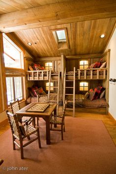 Cute bed idea for the cabin Shed Cabin, Log Cabin Living, Mountain Decor, Traditional Bedroom, Log Homes, My Dream Home, Sweet Home, House Design, Cabin Ideas