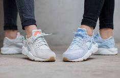 Découvrez les Nike Wmns Air Huarache TXT Porpoise & Light Bone, des running pour femme en suède et en mesh tressé (collection printemps 2016).