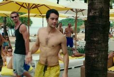"""441 Me gusta, 7 comentarios - Dylan O'Brien Updates (@obrienupdates) en Instagram: """"No one can pull of yellow shorts as good as Dylan """""""