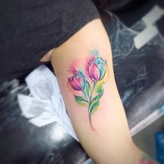 "5,310 Likes, 20 Comments - Adrian Bascur (@adrianbascur) on Instagram: ""Tulip AB #tattoo #ab #tatuaje #tulip #tulipan #flor #colors #aquarela #aquarelle"""