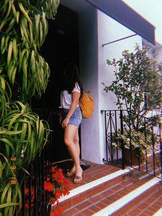 @audreygrace16 on pinterest🕊 Teenage Girl Photography, Portrait Photography Poses, Tumblr Photography, Girl Photography Poses, Best Photo Poses, Girl Photo Poses, Cute Girl Face, Cute Girl Photo, Foto Mirror
