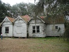 Abandoned Houses in South Carolina Abandoned Property, Old Abandoned Houses, Abandoned Castles, Abandoned Mansions, Abandoned Buildings, Abandoned Places, South Carolina, Old Farm Houses, Haunted Places