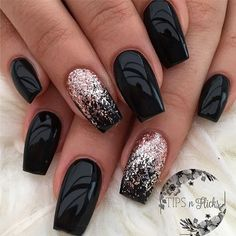 The advantage of the gel is that it allows you to enjoy your French manicure for a long time. There are four different ways to make a French manicure on gel nails. Black Nail Designs, Acrylic Nail Designs, Nails Yellow, Dark Purple Nails, Green Nail, Nagellack Design, Trendy Nail Art, Instagram Nails, Super Nails