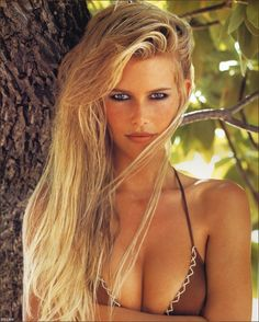 Claudia Schiffer. Blimey, supermodels don't have figures like this anymore!